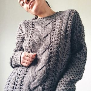 CHARCOAL CABLE KNIT CREW NECK SWEATER